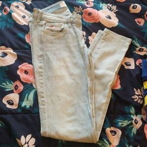 Hollister size 5 skinny jeans with small studs